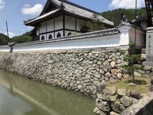 興禅寺の石垣と堀