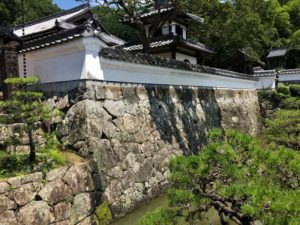 興禅寺・石垣と鐘楼と堀