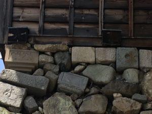 石垣にある転用石