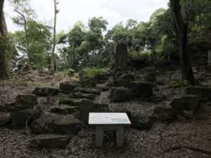 古城払下げ記念碑
