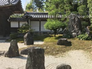 崇福寺・本堂前の庭園