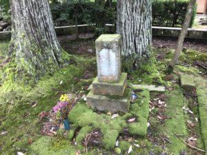 愛徳院・祥順院・愛王丸の墓