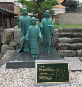 茶々・お初・お江の像