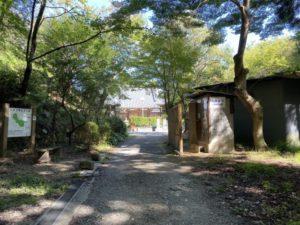 楠公寺入り口 トイレ