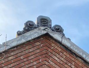 煉瓦造土蔵の鬼瓦、拡大