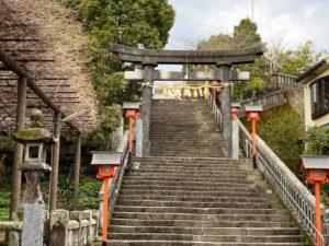 一條神社への階段と藤見の御殿跡