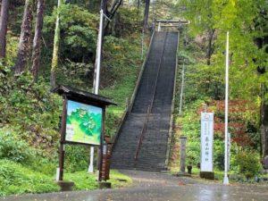 春日山神社への階段