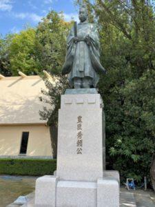 豊臣秀頼公の像