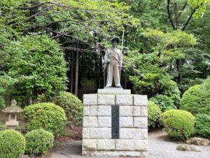 大石定久公の像