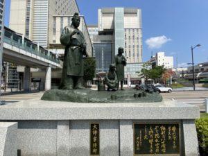 大伴家持の像(高岡駅前)