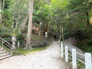 神社から玉造要害山城への道