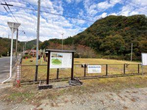 熊野城 駐車スペースと案内板