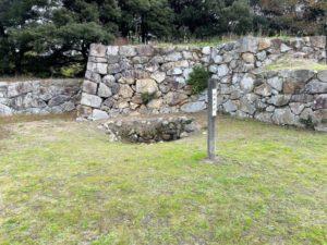 菅谷口近くにある井戸