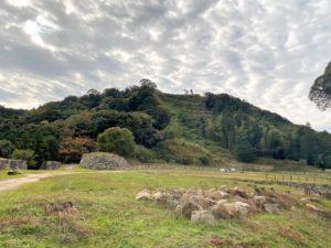 菅谷虎門・石垣と七曲り入り口の石垣