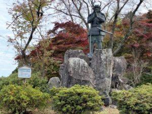 山中鹿介幸盛の銅像