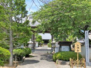 狩野川台風の最高水位の碑と真珠院