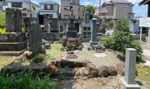 安達盛長の墓所(放光寺)