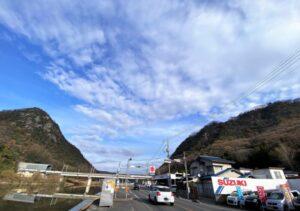 新高山城(向かって左)と高山城(向かって右)
