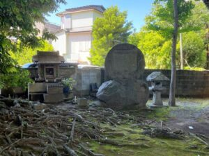 日暮八幡神社 石碑と祠