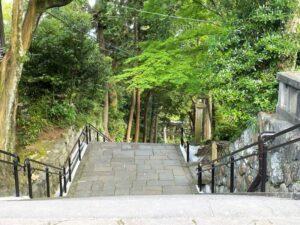 伊豆山神社の参道・階段
