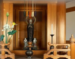 岩船地蔵堂内にある木造地蔵尊