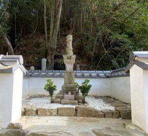 村上武吉の墓(宝篋印塔)