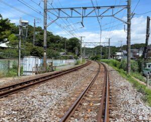 英勝寺付近の横須賀線踏切より