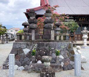 木曾義仲と巴御前の墓