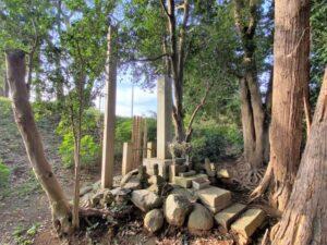 岡崎義実公の墓所